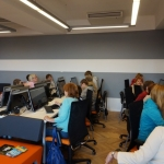 Zdjęcie zrobione w trakcie międzypokoleniowych warsztatów multimedialnych