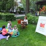 """Zdjęcie z imprezy \""""Kształty Czytania\"""" w parku Pokoju w Cieszynie"""